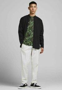 Jack & Jones PREMIUM - BOTANIK - T-shirt med print - black - 1