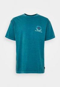 Quiksilver - NEON BALLROOM  - Print T-shirt - blue coral - 0