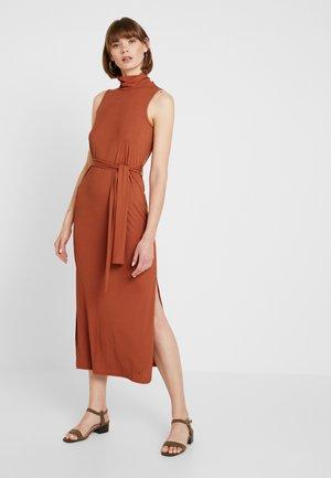 Vestido informal - rust