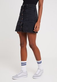 New Look - PATCH POCKETE CARAMEL  - Denim skirt - black - 0