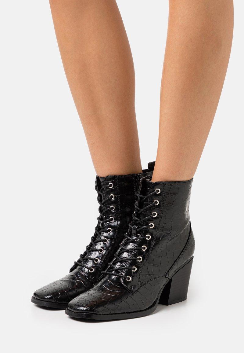Glamorous Wide Fit - Šněrovací kotníkové boty - black