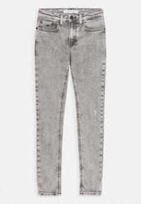Calvin Klein Jeans - SUPER SKINNY LIGHT WASH - Jeans Skinny Fit - denim - 0
