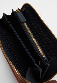 Marc O'Polo - WALLET LADIES - Wallet - dark cognac - 5