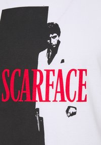 Nominal - SCARFACE COVER TEE - Print T-shirt - white - 2