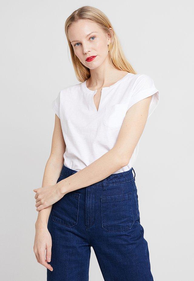 KEDITA - Print T-shirt - bright white