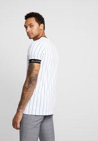 Kings Will Dream - CLIFTON - T-shirts med print - white/cobolt - 2
