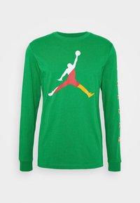 Jordan - CREW - Long sleeved top - lucky green/dark sulfur - 4