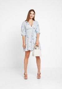 NA-KD - DEEP V MINI DRESS - Robe d'été - blue - 2