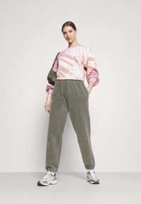 BDG Urban Outfitters - OVERDYED JOGGER - Tracksuit bottoms - charcoal - 1