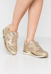 Guess - MOTIV - Sneakers laag - beige/light brown - 0