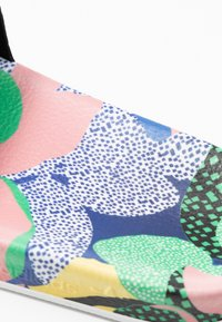 adidas Originals - ADILETTE  - Muiltjes - super color/footwear white/legend ink - 5