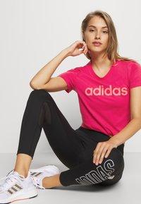 adidas Performance - ESSENTIALS SPORTS SLIM SHORT SLEEVE TEE - Camiseta estampada - powerpink/signalpink - 3