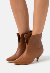 L37 - DO IT FOR MYSELF - Classic ankle boots - brown - 0