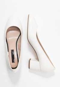 Miss Selfridge - CLEMENTINE ROUND TOE COURT - Classic heels - white - 3