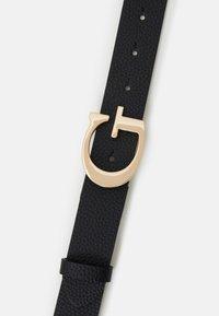 Guess - LILA ADJUSTABLE PANT BELT - Belte - black - 2