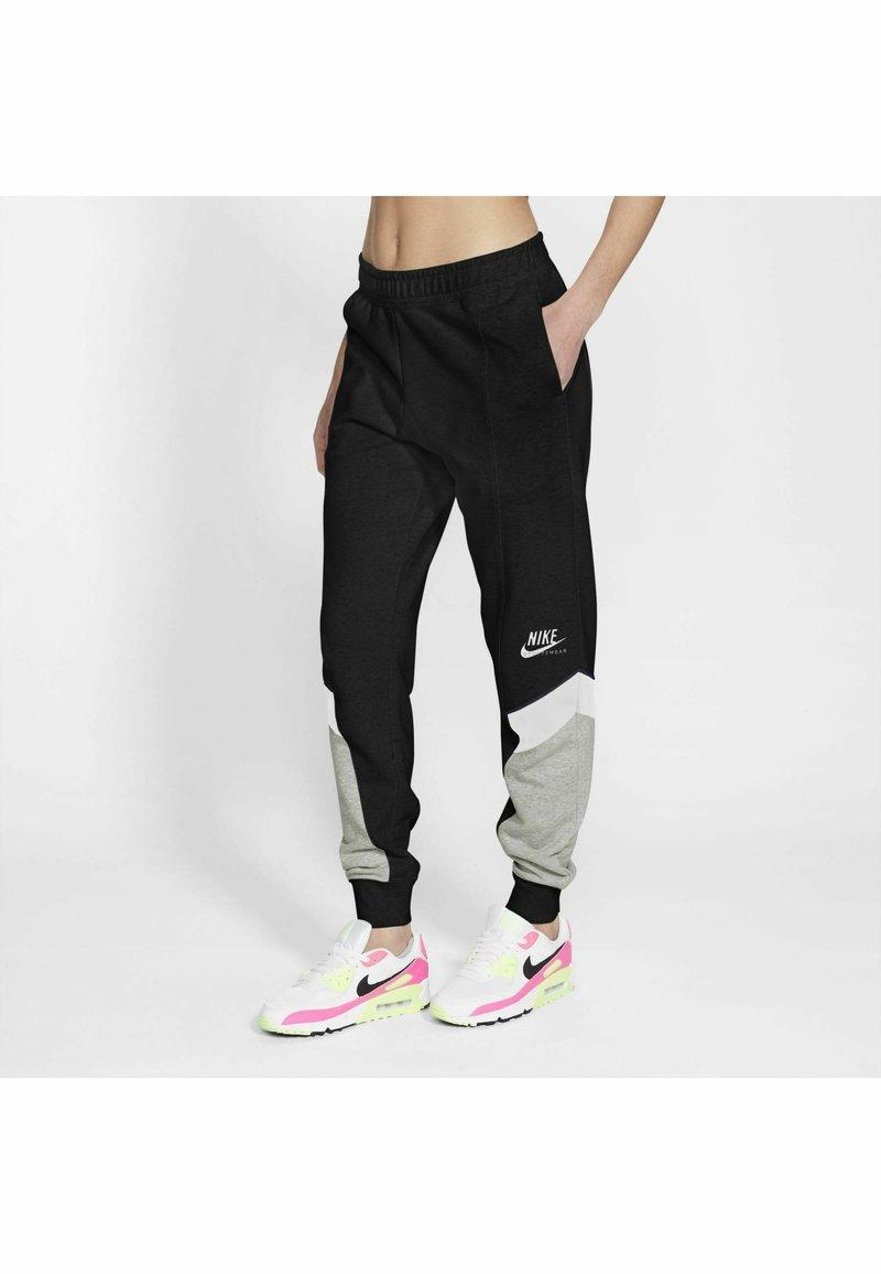 Nike Sportswear - Jogginghose - black/grey heather/white/(white)
