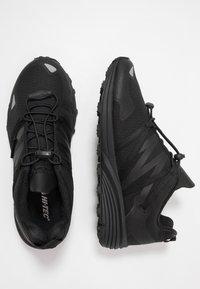 Hi-Tec - V-LITE TRAIL RACER LOW WOMENS - Trail running shoes - black - 1