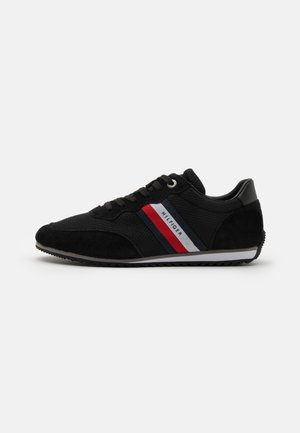 ESSENTIAL RUNNER - Sneakers laag - black