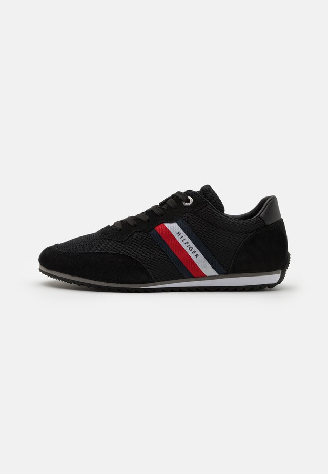 ESSENTIAL RUNNER - Sneakersy niskie - black