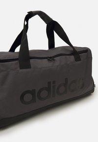 adidas Performance - LINEAR DUFFEL M UNISEX - Sportovní taška - grey/black - 2