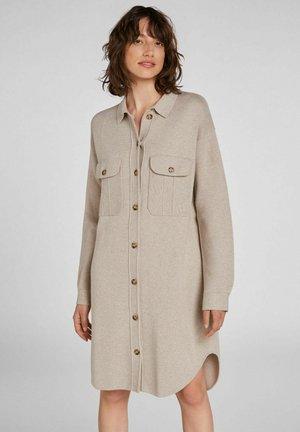 SHAKET IN VERLÄNGERTER FORM - Button-down blouse - light stone