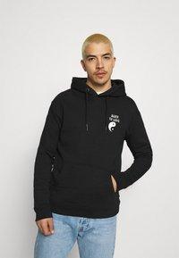 Scotch & Soda - BORN TO LOVE HOODED ARTWORK UNISEX - Sweatshirt - black - 0