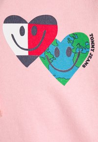Tommy Jeans - LUV THE WORLD HOODIE - Sweatshirt - iced rose - 2