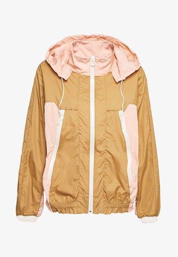 CLUB NOMADE WIND JACKET - Summer jacket - tan/pink