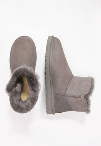 UGG - BAILEY - Støvletter - grey - 1