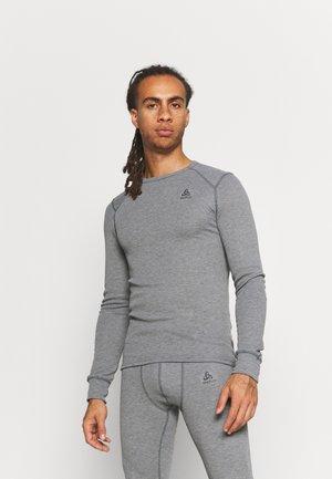 ACTIVE WARM ECO TOP CREW NECK - Undershirt - odlo steel grey melange