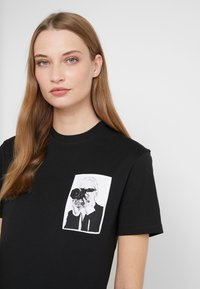 KARL LAGERFELD - LEGEND POCKET TEE - Print T-shirt - black - 3