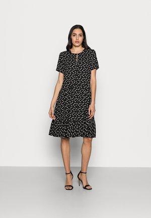 VIKSA DRESS - Vardagsklänning - black double dot