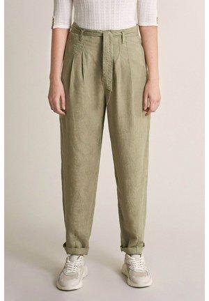 MARGARET SLOUCHY CAPRI - Trousers - light green