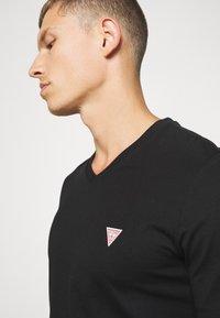 Guess - TEE - T-shirt basic - jet black - 5