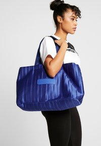 Desigual - DUFFLE BAG PLEATS BLUE - Sports bag - royal - 1