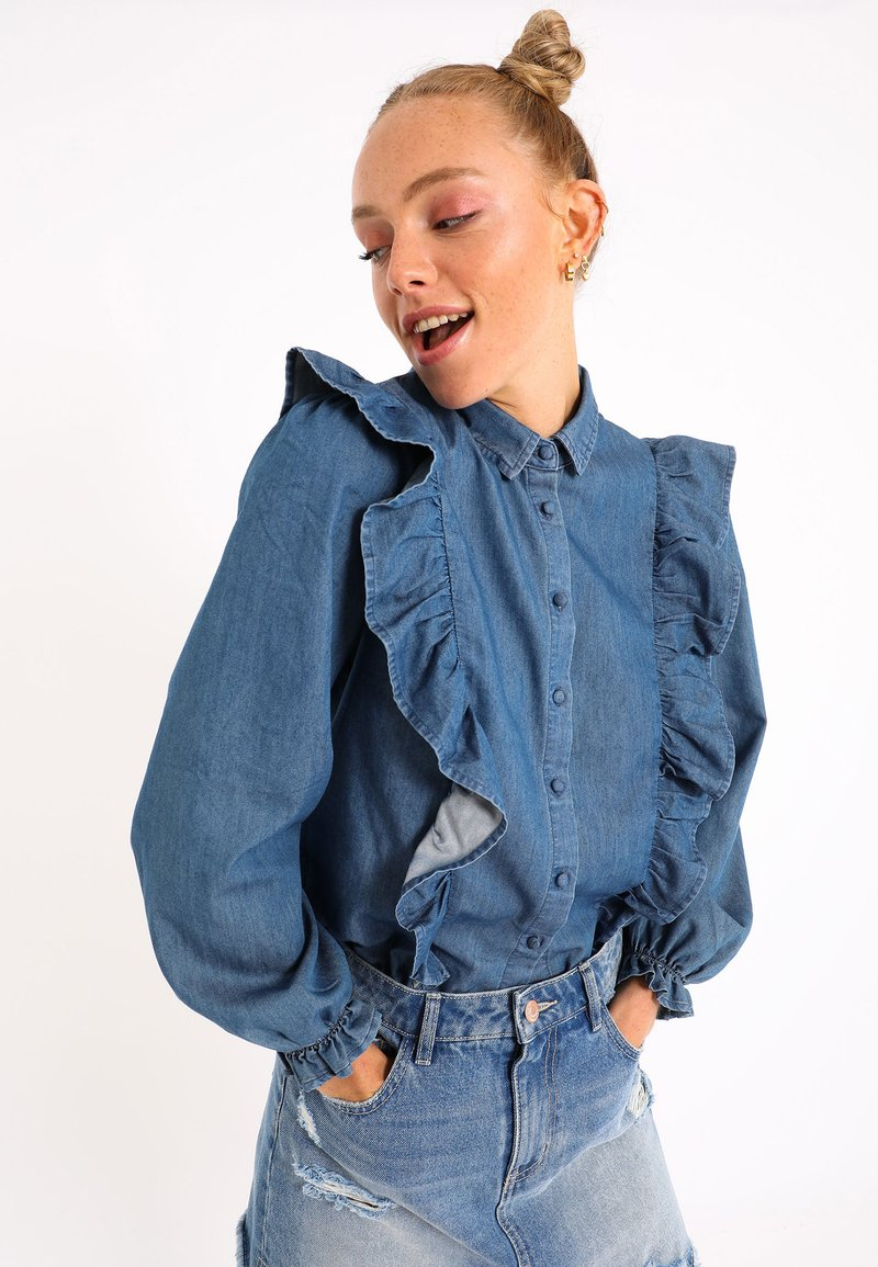 Pimkie - MIT VOLANTS - Button-down blouse - blau