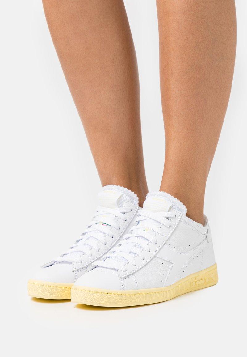 Diadora - GAME ROW CUT SOLE BLOCK  - Zapatillas altas - white/popcorn