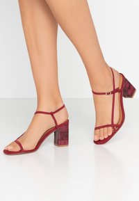 Rubi Shoes by Cotton On - HANNAH THIN STRAP HEEL - Sandály - cabernet - 0