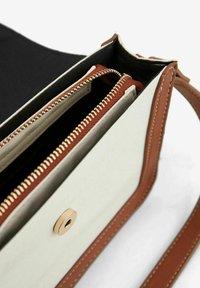 Pieces - Handbag - cognac - 3
