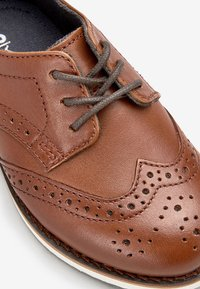 Next - TAN LEATHER BROGUES (YOUNGER) - Zapatos con cordones - brown - 3