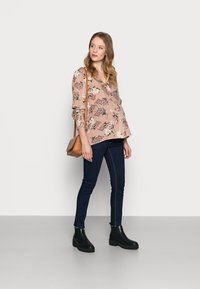 Pieces Maternity - PCMPAOLA  - Blouse - warm taupe - 1