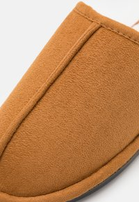 Cotton On - MITCHELL - Slippers - tan - 5