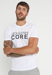Jack & Jones - JCOFOAM TEE - Print T-shirt - white - 0
