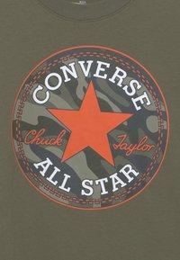 Converse - CAMO FILLED CHUCK PATC TEE - Maglietta a manica lunga - multi-coloured - 2