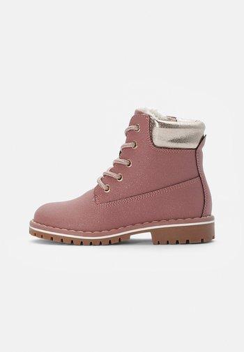 BOOTIES - Šněrovací kotníkové boty - pink