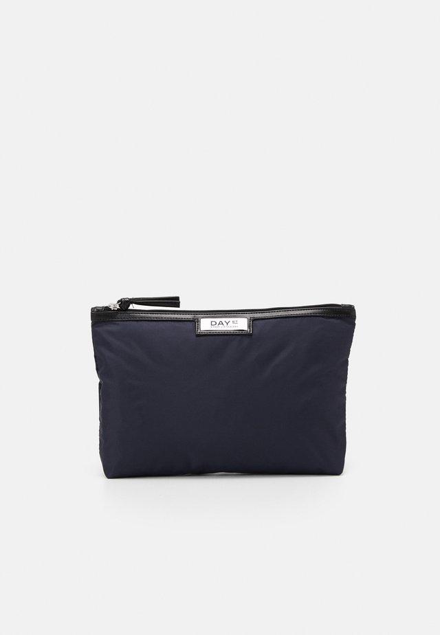 GWENETH SMALL - Kosmetická taška - navy blazer