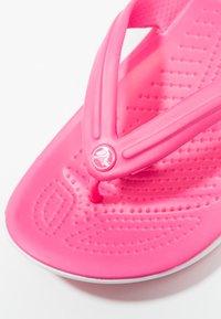 Crocs - CROCBAND FLIP - Pantofole - paradise pink/white - 2