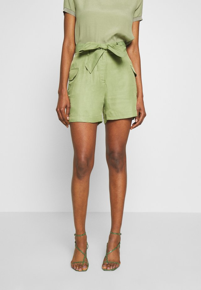 SAFARI LOOK - Shorts - safari green