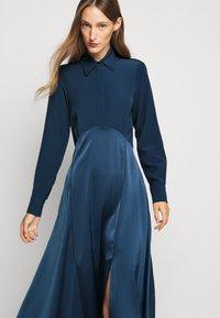 Victoria Victoria Beckham - BUTTON FRONT MIDI DRESS - Abito a camicia - blue slate - 5
