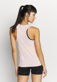 Nike Performance - CITY SLEEK TANK - Sportshirt - washed coral